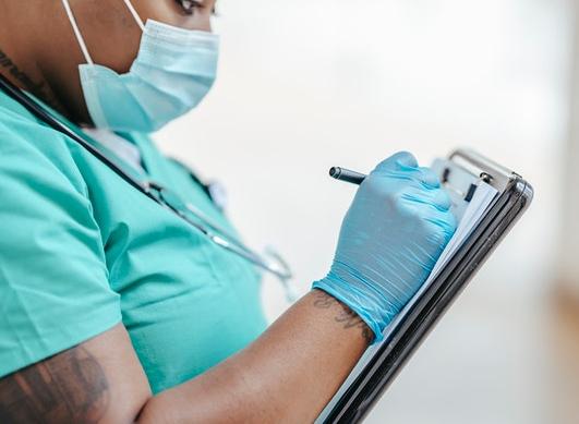 ¿Cuáles son los derechos de los participantes en un ensayo clínico?
