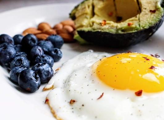 ¡Todo lo que necesitas saber sobre la dieta cetogénica (principio, beneficios e inconvenientes)!