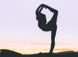 Descubre cómo el yoga puede mejorar la vida de los pacientes con enfermedades crónicas