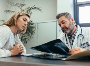 Espondilitis anquilosante: una larga espera para tratamientos ineficaces