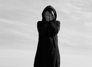 Lucha contra los síntomas de la esquizofrenia: un largo viaje contra la paranoia y la negación