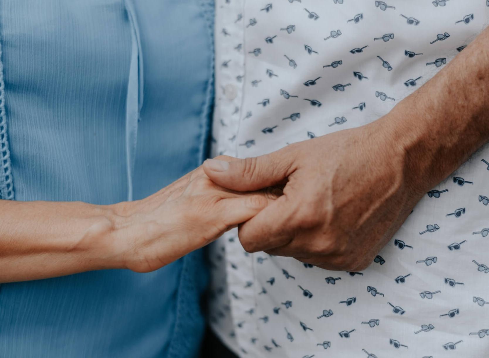 Síntomas, cuidadores y aislamiento: una pareja frente a la enfermedad de Alzheimer